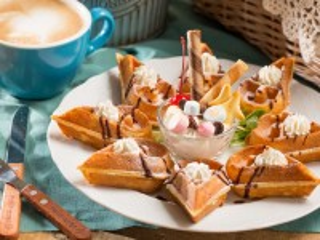 Собирать пазл Десерт с вафлями онлайн