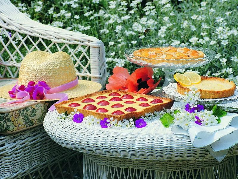 Пазл Собирать пазлы онлайн - Десерт в саду