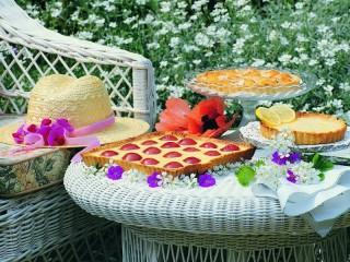 Собирать пазл Десерт в саду онлайн