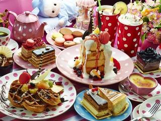 Собирать пазл Десертный стол онлайн