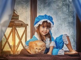 Собирать пазл Девочка и кот онлайн