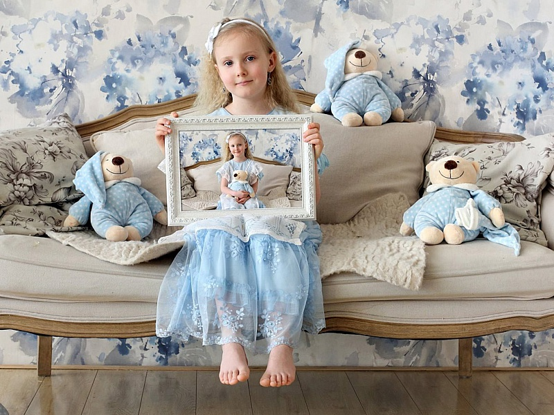 Пазл Собирать пазлы онлайн - Девочка с мишками