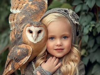 Собирать пазл Девочка с совой онлайн