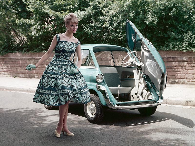 Пазл Собирать пазлы онлайн - Девушка и машина