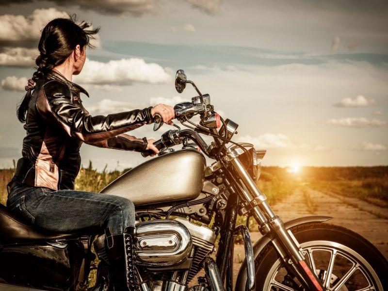 Пазл Собирать пазлы онлайн - Девушка на мотоцикле