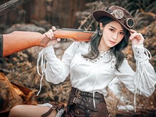 Собирать пазл Девушка с ружьём онлайн