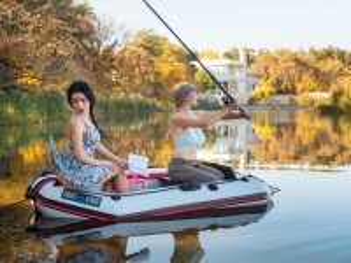Собирать пазл Девушки на рыбалке онлайн