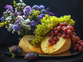 Собирать пазл Дыня виноград слива онлайн