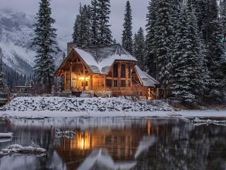 Собирать пазл Дом на озере онлайн