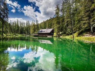 Собирать пазл Дом у воды онлайн