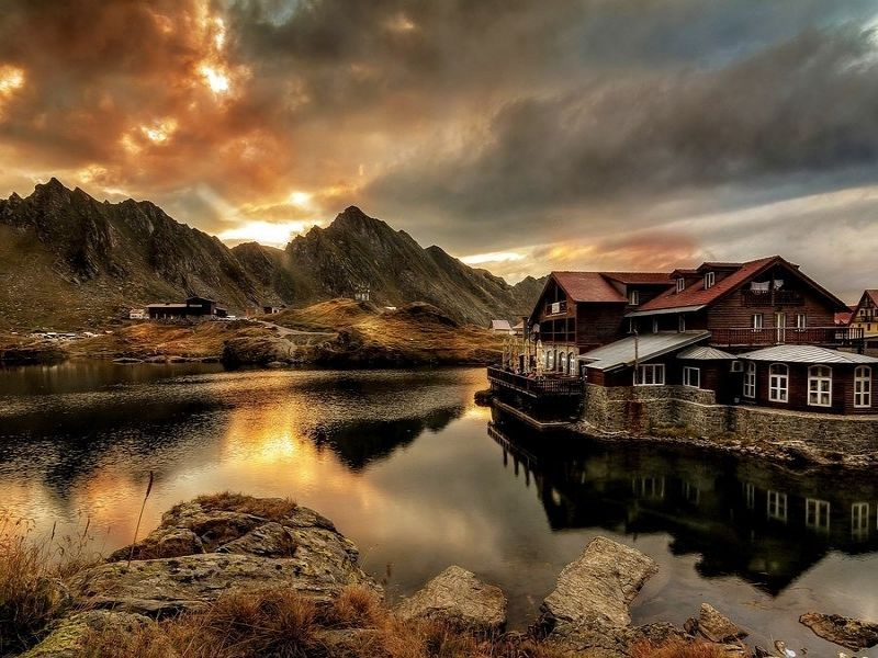 Пазл Собирать пазлы онлайн - Дом в горах