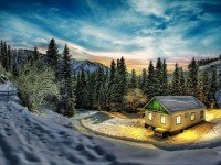 Собирать пазл Дом в зимнем лесу онлайн