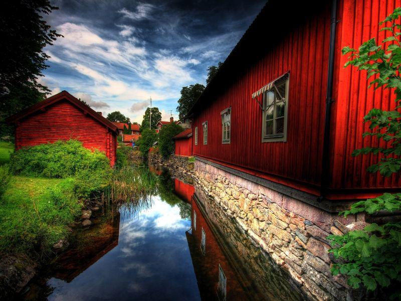 Пазл Собирать пазлы онлайн - Дома возле реки
