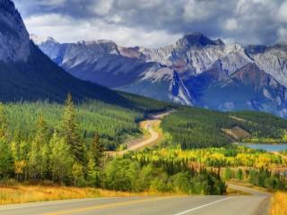Собирать пазл Дорога в горах онлайн