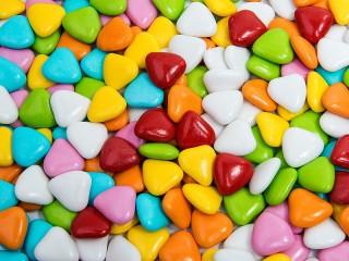 Собирать пазл Драже сердечки онлайн