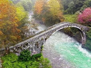 Собирать пазл Дугообразный мост онлайн