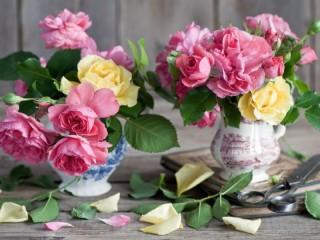 Собирать пазл Две вазы с розами онлайн