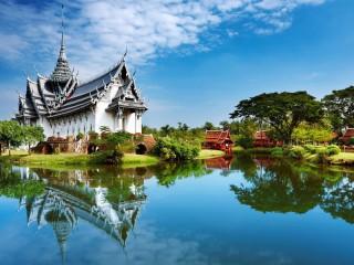 Собирать пазл Дворец на озере онлайн