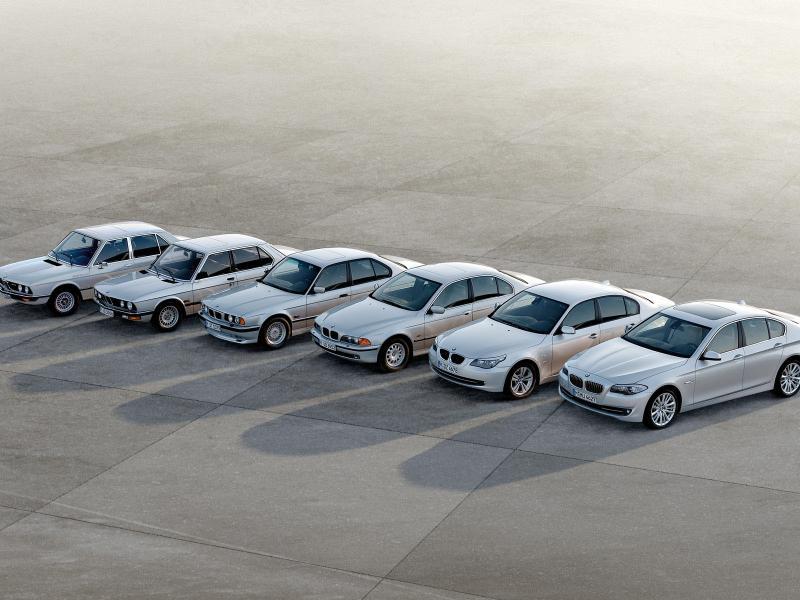 Пазл Собирать пазлы онлайн - Эволюция BMW