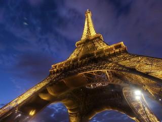Собирать пазл Эйфелева башня онлайн