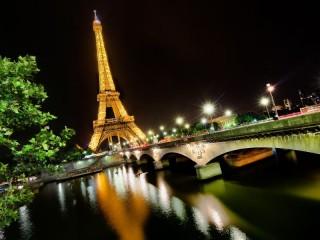 Собирать пазл Эйфелева башня - Париж онлайн