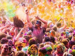 Собирать пазл Фестиваль красок онлайн