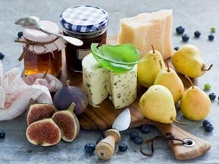 Собирать пазл Фрукты-ягоды к сыру онлайн