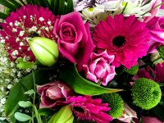 Собирать пазл Герберы и розы онлайн
