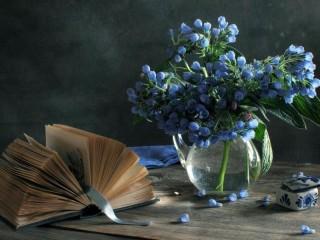 Собирать пазл Голубые цветы онлайн