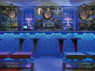 Собирать пазл Голубой бар онлайн