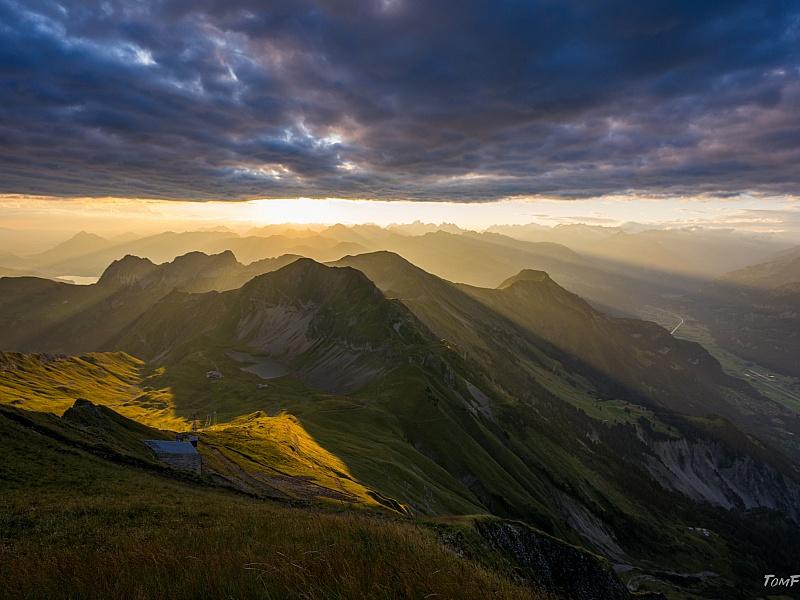 Пазл Собирать пазлы онлайн - Восход солнца в горах