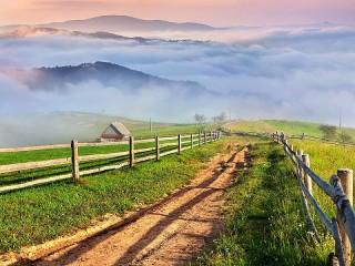 Собирать пазл Горы и дорога онлайн