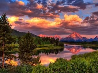 Собирать пазл Горы на закате онлайн