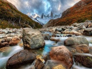 Собирать пазл Горная река в Андах онлайн