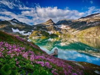 Собирать пазл Горное озеро весной онлайн