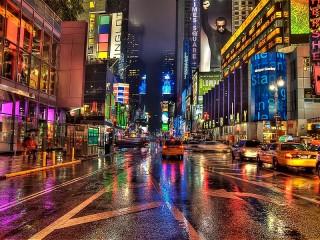 Собирать пазл Город в неоне онлайн