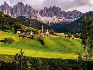 Собирать пазл Городок в горах онлайн
