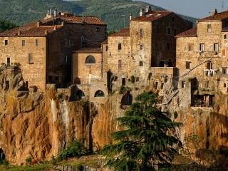 Собирать пазл Городок в Тоскане онлайн