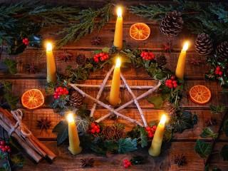Собирать пазл Горящие свечи онлайн