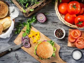 Собирать пазл Готовим гамбургер онлайн