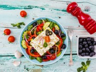 Собирать пазл Греческий салат онлайн
