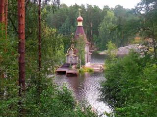 Собирать пазл Храм на озере онлайн