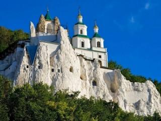 Собирать пазл Храм на скале онлайн