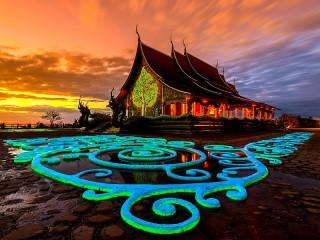 Собирать пазл Храм на закате онлайн