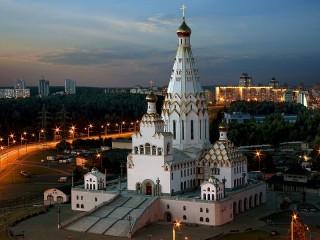 Собирать пазл Храм Всех святых онлайн