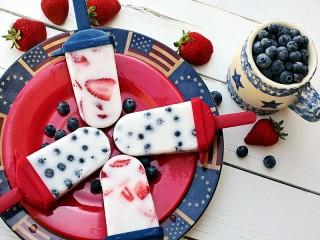 Собирать пазл Мороженое с ягодами онлайн