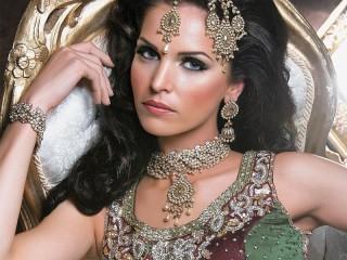 Собирать пазл Индийская красавица онлайн