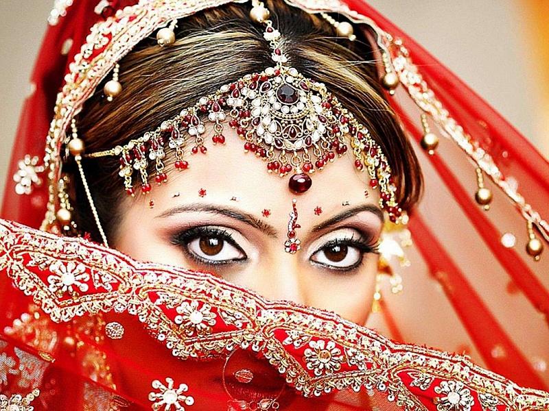 Пазл Собирать пазлы онлайн - Индийская красавица