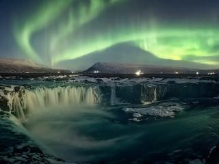 Собирать пазл Исландский фейерверк онлайн