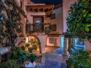 Собирать пазл Испанский дворик онлайн